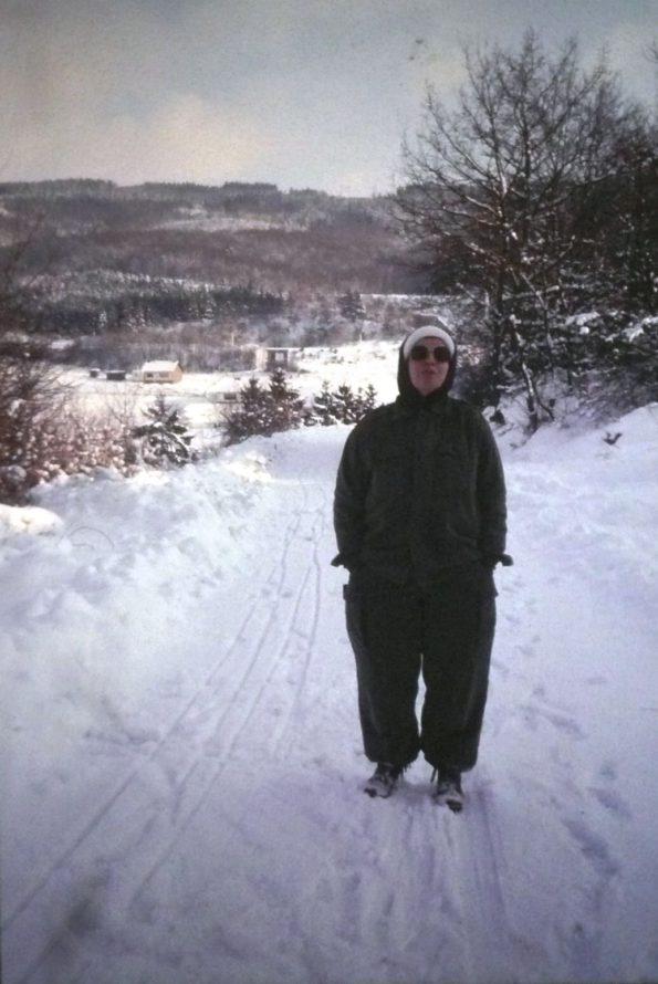 (Wandern im Schnee mitten in den Eifelhöhen)